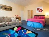 1 bedroom flat in Range Road, Manchester, M16 (1 bed)