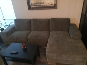 sectional sofa w.chaise from moe's