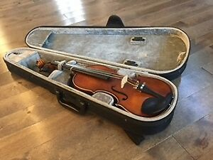 1/2 size Jin Yin violin with two cases $325