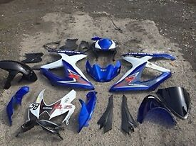 Full body kit for Suzuki GSXR600 K8. Damage to right hand side plus top fairing.