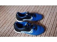 Sondico trainers,boys in excellent condition size 12