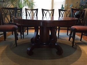 ANTIQUE ROUND TABLE AND 6 CONTEMPORARY CHAIRS