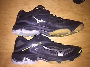 WOMENS VOLLEYBALL SHOES SIZE 10