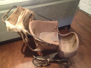 ANTIQUE BABY CARRIAGE/PRAM