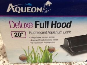 BRAND NEW 20 INCH AQUEON FLUORESCENT DELUX FULL AQUARIUM HOOD