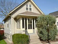 HOUSE FOR RENT - VACATION RENTALS - HEART OF NIAGARA FALLS