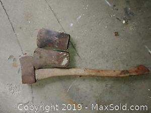 1 complete axe with 2 extra axe heads