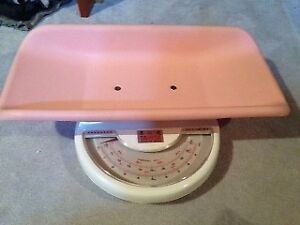 BABY SCALE - USED YOU CAN WEIGHT YOUR PRECIOUS BABY AND MONITOR