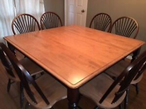 Solid Maple Dining Room Table With 8 Chairs