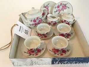 Vintage miniature tea set. B