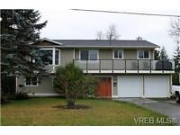 Lovely & Bright 2 bedroom suite in Sidney, BC