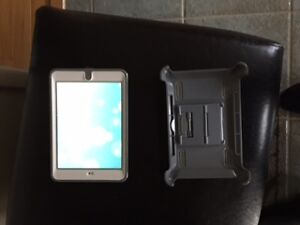 Apple IPAD MINI 16 GB white with otter box RETIN MINT  CONDITION