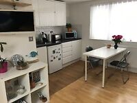 **E14 8PQ Large Studio-Canary Wharf/Docklands- From Landlord- NO FEES £950pcm inc all Bills**