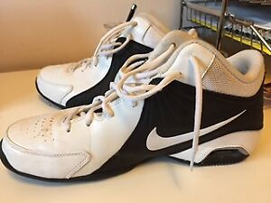 LADIES NIKE BASKETBALL SHOES