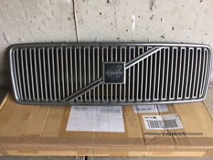 Genuine Volvo Front Grille
