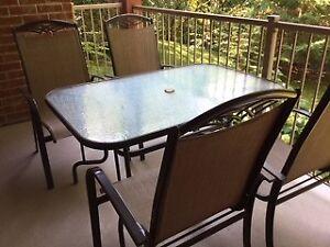 Set de patio avec 4 chaises Etat A-1