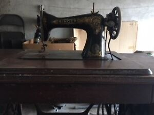 Singer antique sewing machine / table