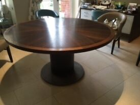Beautiful round dark wood pedestal dining table. Seats 8. In very good condition.