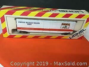 Vintage boxed Lionel HO scale train boxcar