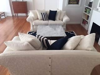 2 x 25 seater white moran sofas in good condition - Aus Weier Couch Und Sofa