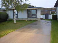Airdrie: Pet Friendly 4bdrm 2bath Bungalow with Fenced Yard