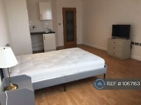 1 bedroom in Bridge Street, Walton-On-Thames, KT12 (#1067163)