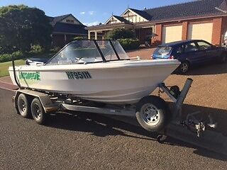4.9m Runabout / Fishing Boat 115hp Yamaha 2-Stroke Direct Inj
