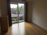 Modern, spacious double bedroom in 2 bed flat with concierge | Elephant & Castle | close to tube