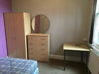 A double bedroom to let in Jericho, Oxford all bills included.