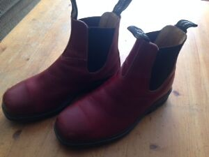Blundstone - Chisel toe boots in burgundy *used*