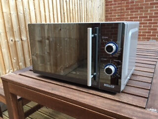800w (E Rating) Wellco Microwave Oven with built in 1000w Grillin Long Ashton, BristolGumtree - 800w (E rating) Microwave oven Small Medium sized In full working order. Includes 1000w grill function