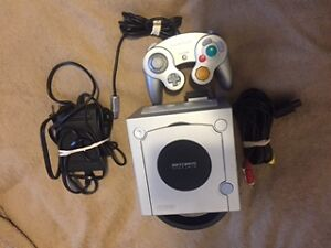 GAME CUBE Blanche+1manette+filage complet+carte memoire=80$