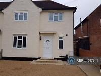 3 bedroom house in Hawthorn Road, Brentford, TW8 (3 bed)