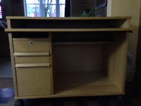 Pine computer desk for sale, good condition