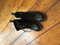 SPOTLESS DR MARTENS SIZE 5 LOVELY BOOTS