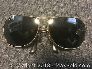 Vintage Men's Rayban Sunglasses With Complete Case
