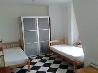 Place to Share A Large TWIN Room with a Colombian man in BRIXTON. Only £100 Deposit.