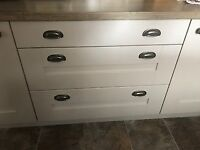 Immaculate condition shaker style used kitchen with range cooker & extractor.