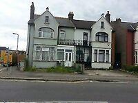 Studio Flat/Bedsit on Streatham Road, Mitcham £750 All Bills + Wifi