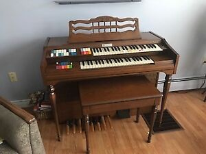 Wurlitzer Organ - Model #429 with Bench
