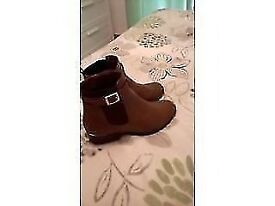 Tan and gold trim size 5 womans boots