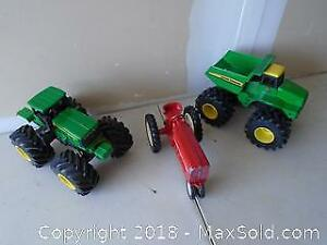 Retro International Die Cast Tracker with 2 John Deer Toy Trackers