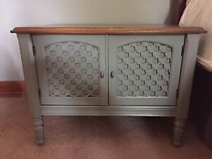 SideTables/End Tables - (2) Matching