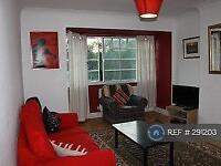 3 bedroom flat in Cresta Court, London, W5 (3 bed)