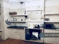 Studio flat in Woodthorpe Road, Ashford, TW15