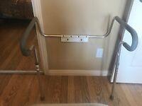 Cadre d'appui pour toilette
