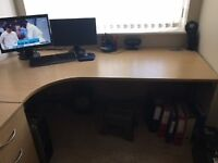 Left hand corner Office table in Oak. And 2 Office Chairs. Pristine Condition.