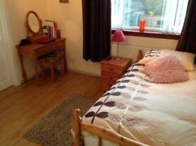 Double Room with Private Ensuite Shower Room in Quiet residential area near Aberdeen University.