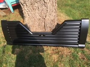 FIFTH WHEEL LOUVERED TAILGATE WITH LOCK FOR 1999-2007 GMC /CHEV