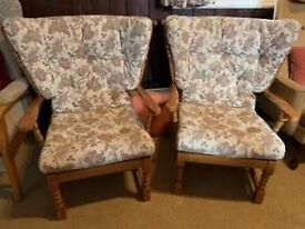 A GREAT LOOKING VINATGE/ANTIQUE OAK & FABRIC COUNTRY /ERCOL STYLE 3 PIECE SUITE FREE LOCAL DELIVERY